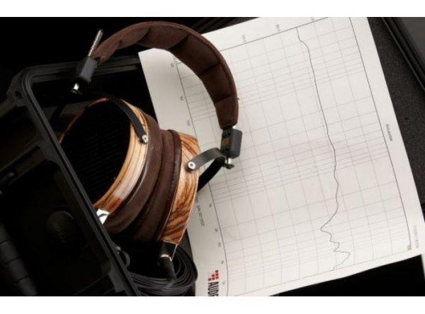 Audeze LCD 3 Headphones 675x500 12