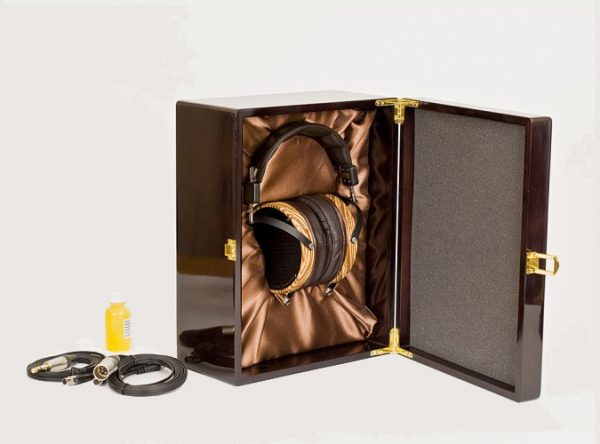 Audeze LCD 3 Headphones 675x500 15