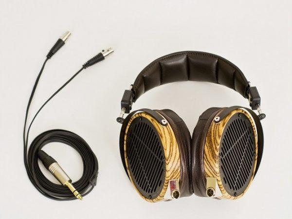 Audeze LCD 3 Headphones 675x500 16