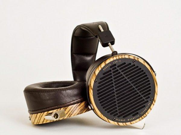 Audeze LCD 3 Headphones 675x500 18