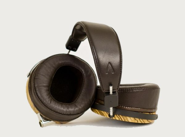 Audeze LCD 3 Headphones 675x500 22