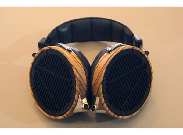 Audeze LCD 3 Headphones 675x500 23