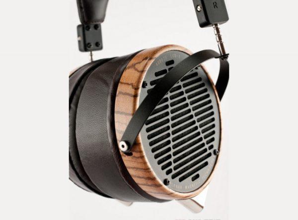 Audeze LCD 3 Headphones 675x500 24