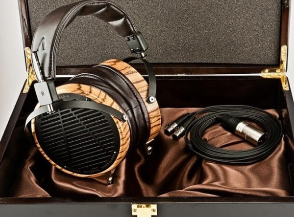 Audeze LCD 3 Headphones 675x500 6