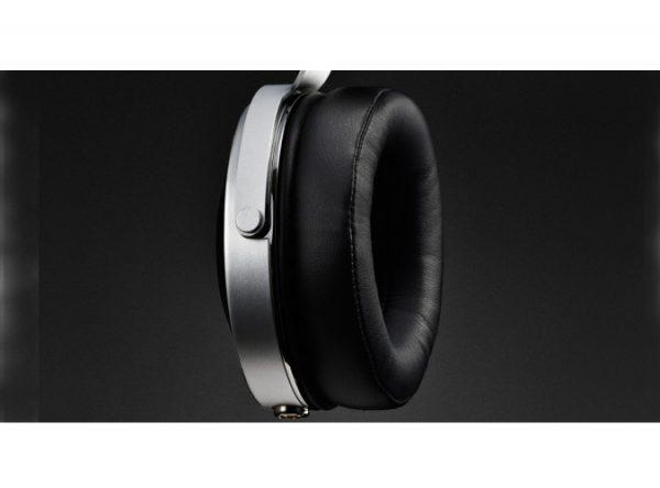 Pioneer SE Monitor 5 Closed Back Headphones 2